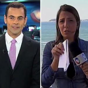29.set.2014 - Tino Junior, da Record Rio, deixa repórter sem graça após xaveco ao vivo